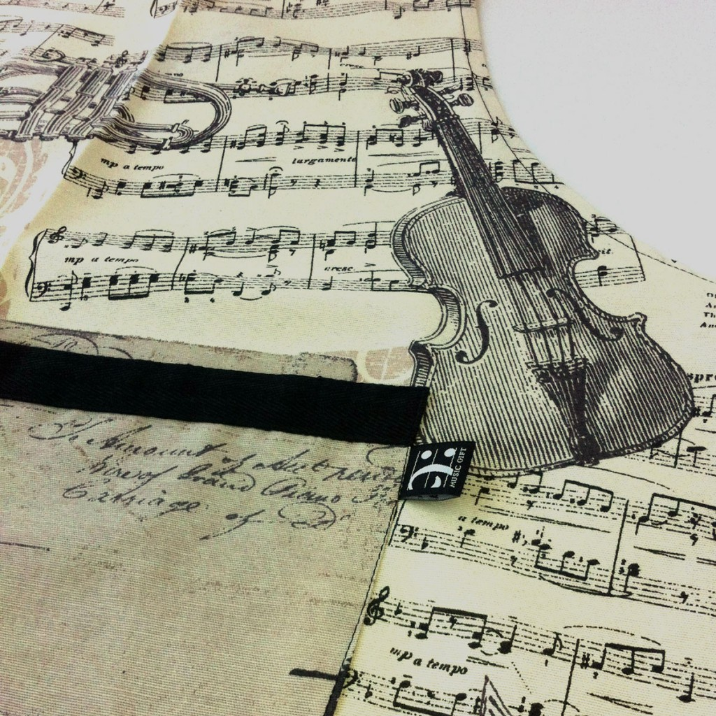 musical apron detail