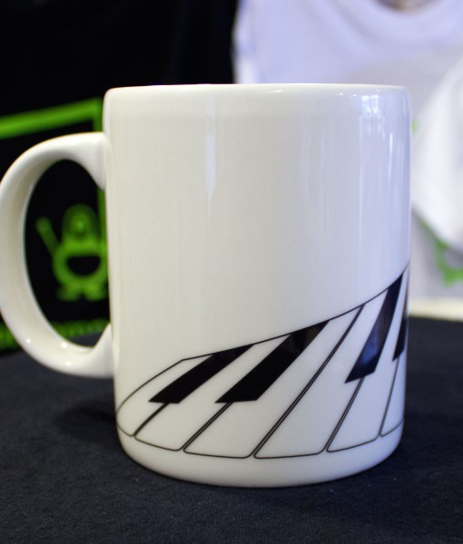 musical piano mug left
